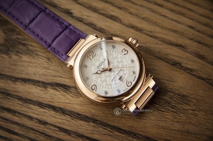 Đồng hồ Doxa D182RWP ấn tượng với dây đeo bằng da màu tím - Ảnh 4