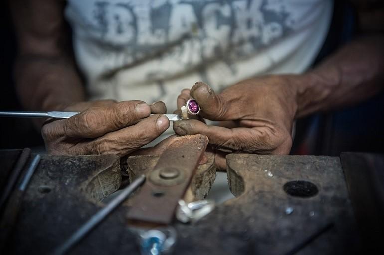 5 hãng đồng hồ nam automatic (Thụy Sỹ) nổi tiếng về đính kim cương - Ảnh: